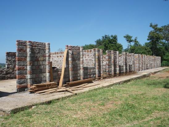 建設が進むマシワ小学校の新校舎(2010年)