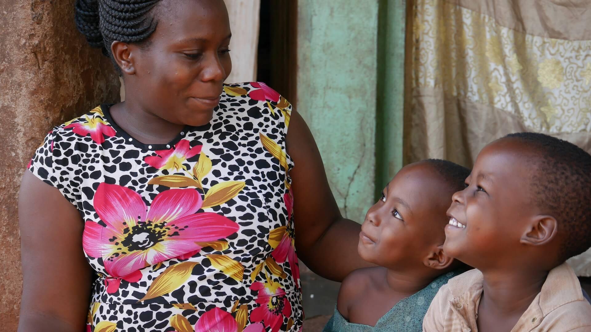 ウガンダのシングルマザー親子